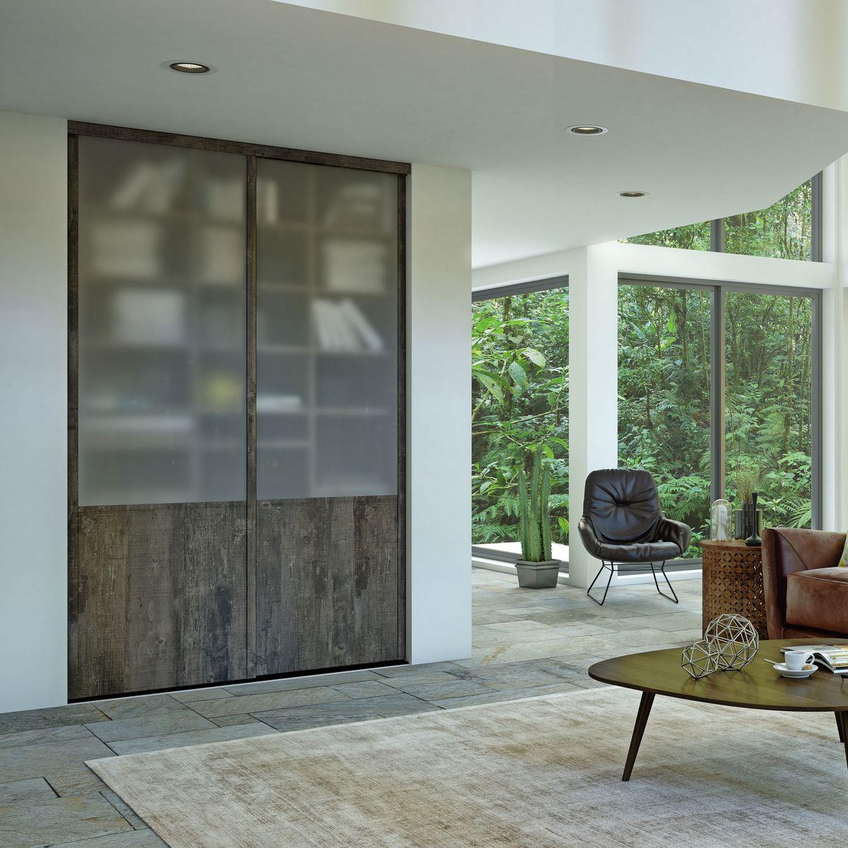 Façade de placard coulissante 2 portes vitre dépolie, décor bois fumé brut